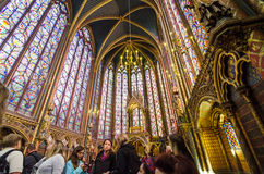 Paris, França - 14 de maio de 2015: Visita Sainte Chapelle dos turistas em Paris, França Fotografia de Stock Royalty Free