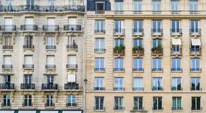 PARIS, FRANÇA - 2 DE OUTUBRO DE 2018: imagem completa do quadro da construção em Paris, França imagem de stock