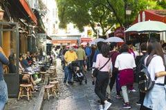 PARIS, FRANÇA - 2 DE OUTUBRO DE 2018: Uma de muitas ruas bonitas mim fotografia de stock royalty free