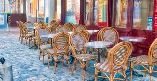 PARIS, FRANÇA - EM DEZEMBRO DE 2012: Arte dis de Montmartre da visita dos turistas Fotos de Stock