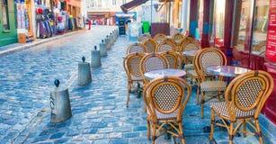 PARIS, FRANÇA - EM DEZEMBRO DE 2012: Arte dis de Montmartre da visita dos turistas Fotografia de Stock Royalty Free