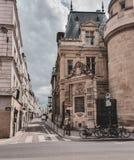 Paris, França, em junho de 2019: Ruas de Paris fotos de stock
