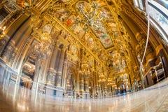 Paris, França - em outubro de 2017: Vestíbulo grande dentro do Palais Garnier Opera Garnier em Paris, França Seu teto perto fotos de stock royalty free