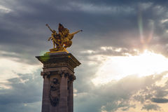 PARIS, FRANCE - 30 AOÛT 2015 : Sculptures en bronze en parc de Paris Photographie stock