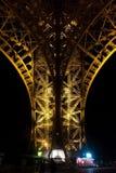 Paris, France - 25 août 2017 : Tour Eiffel dans l'éclairage de nuit image libre de droits
