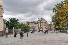 PARIS, FRANCE - avril, 23, 2016 IIle de la Cite, place de John Paul II Photo stock