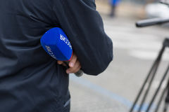 paris france 14 de julho de 2012 Correspondentes de eventos da tampa da televisão do russo durante a parada em Paris Imagem de Stock