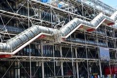 Paris, France Em agosto de 2018 Centro de Pompidou Escadas rolantes da fachada e do tubo fotografia de stock royalty free
