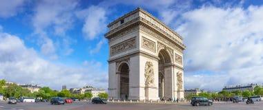 Paris, France - 1er mai 2017 : Vue de matin de panorama d'Arc de Tri Photographie stock libre de droits