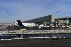 PARIS, FRANCE - 10 février 2018 - aéroport de Paris couvert par la neige Photos libres de droits