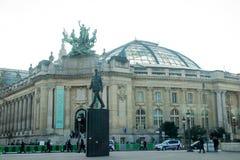 PARIS-FRANCE-JAN 19日2017年:stan夏尔・戴高乐这个的雕象  库存照片