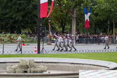 paris france 14 juillet 2012 Les légionnaires de la légion étrangère française marchent pendant le défilé Photo stock
