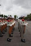 paris france 14 juillet 2012 Les rangs des pionniers de la légion étrangère française pendant le temps de défilé Images libres de droits