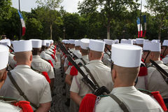 Paris, France - 14 juillet 2012 Les soldats de la légion étrangère française marchent pendant le défilé militaire annuel à Paris Photo libre de droits