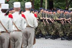 Paris, France - 14 juillet 2012 Les soldats de la légion étrangère française marchent pendant le défilé militaire annuel Images libres de droits