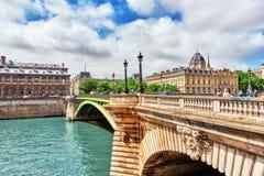 PARIS, FRANCE 4 JUILLET 2016 : Rivière la Seine, enregistrement du Pari image libre de droits