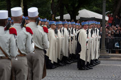 Paris, France - 14 juillet 2012 Soldats du 1er régiment de la marche d'épée pendant le défilé Photo stock
