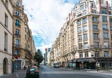PARIS, FRANCE - 31 juillet : Vue AR de rue de Graben de touristes à pied Photographie stock libre de droits