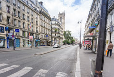 PARIS, FRANCE - 31 juillet : Vue AR de rue de Graben de touristes à pied Photo stock