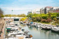 PARIS, FRANCE - 17 juillet : Vue AR de rue de Graben de touristes à pied Image libre de droits