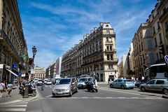 Paris, France - 29 juin 2015 : Avenue de l ` Opéra Circulation routière images libres de droits