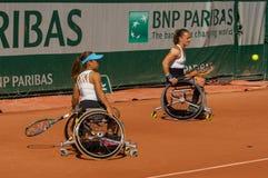 PARIS, FRANCE - 10 JUIN 2017 : La femme de Roland Garros double la roue Images stock