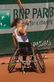 PARIS, FRANCE - 10 JUIN 2017 : La femme de Roland Garros double la roue Photographie stock libre de droits