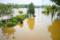 PARIS, FRANCE - 4 juin 2016 : Les plus mauvaises inondations dans un hav de siècle Photo stock