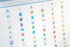 Paris, France - 14 juin 2017 : Plan rapproché sur de pleines applications de Google sur un écran Google est une société multinati photos libres de droits