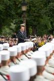 paris france Juli 14, 2012 Den franska presidenten Francois Hollande välkomnar medborgare under ståta Arkivbilder