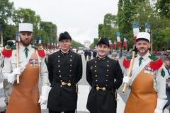 paris france Juli 14, 2012 En grupp av legionärer för ståta på Champset-Elysees i Paris Arkivfoton
