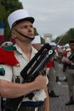 paris france Juli 14, 2012 Legionärtagandeen särar i ståta på Champset-Elysees i Paris Arkivbild