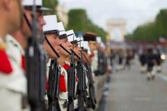paris france Juli 14, 2012 Rangerna av de utländska legionärerna under ståtar tid på Champset-Elysees i Paris Arkivbilder