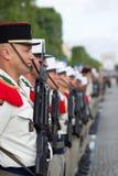 paris france Juli 14, 2012 Rangerna av de utländska legionärerna under ståtar tid på Champset-Elysees i Paris Royaltyfria Foton
