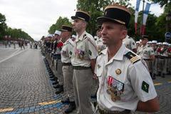 paris france Juli 14, 2012 Rangerna av de utländska legionärerna under ståtar tid på Champset-Elysees i Paris Royaltyfri Bild
