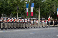 paris france Juli 14, 2012 Rangerna av de utländska legionärerna under ståtar tid på Champset-Elysees i Paris Arkivbild