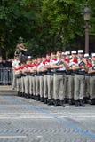 paris france Juli 14, 2012 Rangerna av de utländska legionärerna under ståtar tid på Champset-Elysees i Paris Fotografering för Bildbyråer