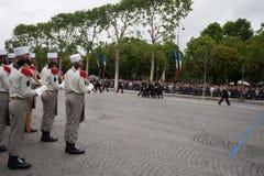 paris france Juli 14, 2012 Rangerna av legionärerna under ståtar tid på Champset-Elysees i Paris Arkivfoton