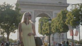 PARIS, FRANCE-JULY 23,2015: Charming blonde posing near the Arc de Triomphe on july 23, 2015 in Paris, France. PARIS, FRANCE-JULY 23,2015: Charming blonde in stock video