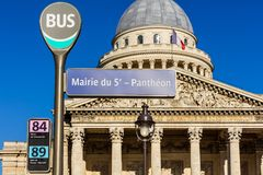 Pantheon bus stop sign with the Pantheon in the background. Pari stock images