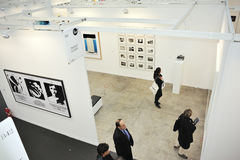 Paris, France, les gens rendant visite au contemporain annuel Images stock