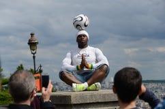 Paris, France - 29 mai 2014 - freestyler de footballer, Iya Traore Photographie stock libre de droits