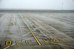PARIS, FRANCE - 19 mars 2018 - aéroport de Paris couvert par la neige Photos stock