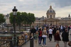 PARIS, FRANCE - 29 MARS 2014 : CADENAS D'AMOUR DE ROLLS MIS PAR GENS SENA photographie stock