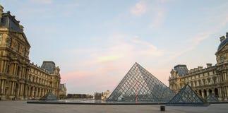 Paris (France) Museu do Louvre no nascer do sol Imagem de Stock