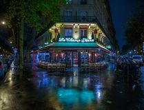 PARIS, FRANCE - 24 NOVEMBRE 2015 : Café de Champ de Mars de le à Paris, franc Photo libre de droits