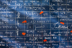 PARIS, FRANCE - 8 novembre 2014 mur de l'amour créé par Freder Photo stock