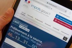 Paris, France - 15 novembre 2018 : Site Web français d'impôts sur un comprimé numérique image stock