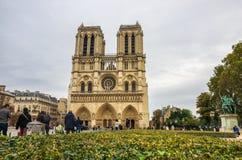 PARIS, FRANCE - 13 OCTOBRE 2016 : Notre Dame de Paris Cathedral, vue de face d'un des monuments les plus populaires en Europe photo libre de droits