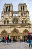 PARIS, FRANCE - 13 OCTOBRE 2016 : Notre Dame de Paris Cathedral, vue de face d'un des monuments les plus populaires en Europe images stock